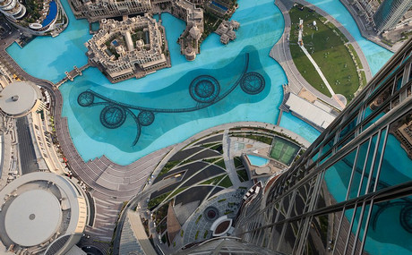 Музыкальный фонтан и ландшафтный дизайн башня Бурдж Халифа в Дубае